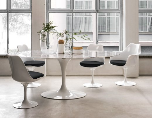 Saarinen dining table oval knoll