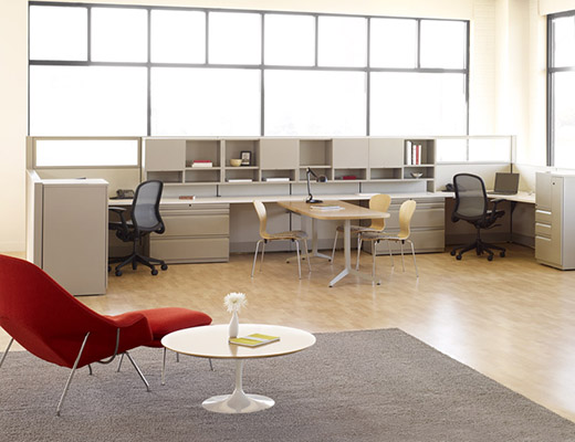 Dividends Horizon open plan workstation with Saarinen Womb chair