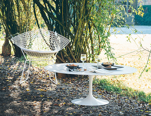 Knoll Saarinen Coffee Table and Bertoia Diamond Chair