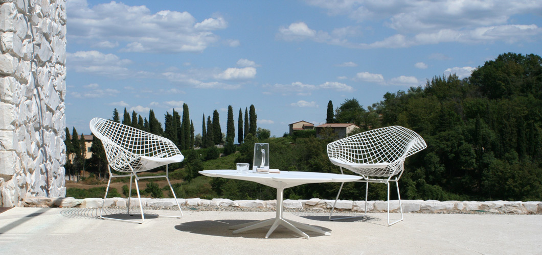 Schultz Petal Table and Bertoia Daimond Chairs Outside