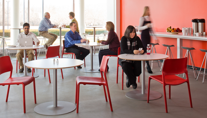 The Knoll collection of dining tables and chairs delivers style and function to <strong>cafeterias, break rooms, and dining halls</strong>