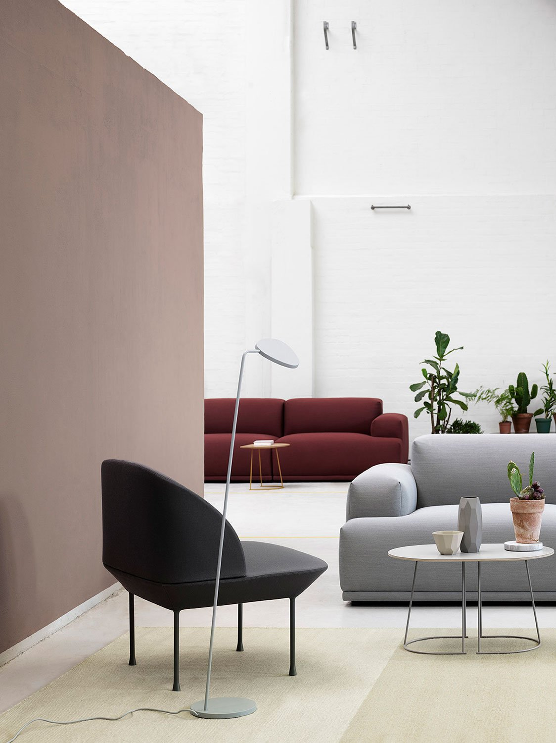 Muuto Connect Series_Airy Table_Oslo Side Chair_Leaf Lamp