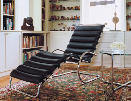 Mr. Adjustable Lounge Chair in black leather with MR side table