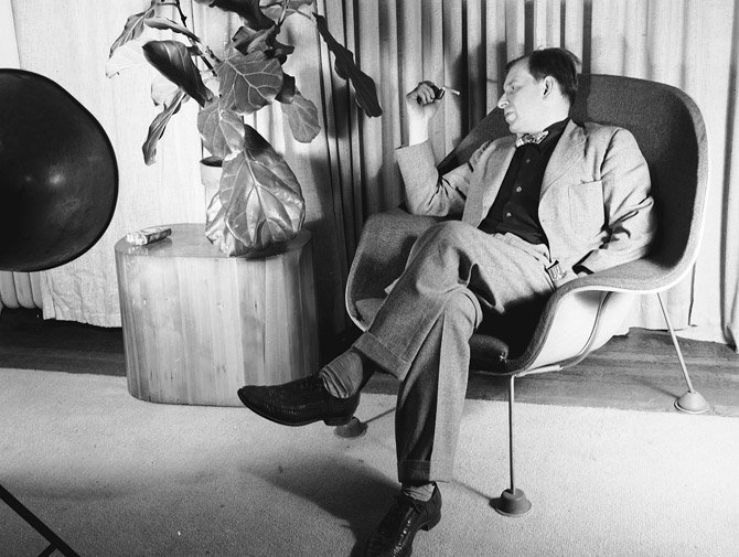 Knoll Designer Eero Saarinen ...