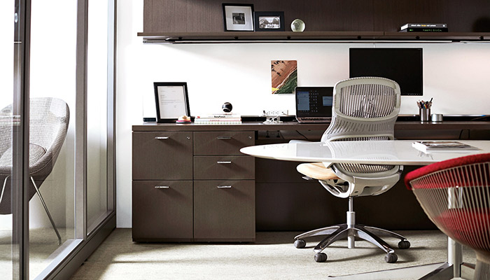 Reff Profiles™ with Florence Knoll Table Desk