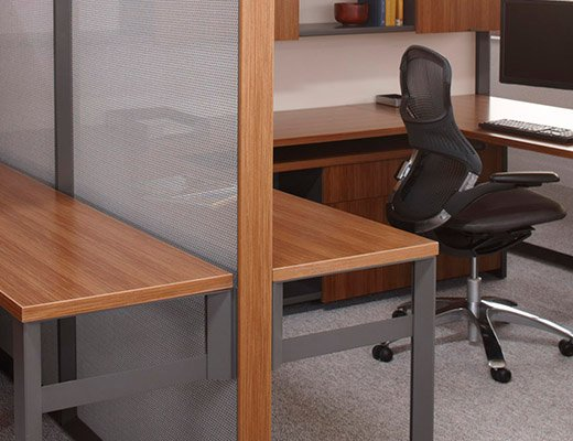 Dividends Horizon open plan workstation with open weave screen