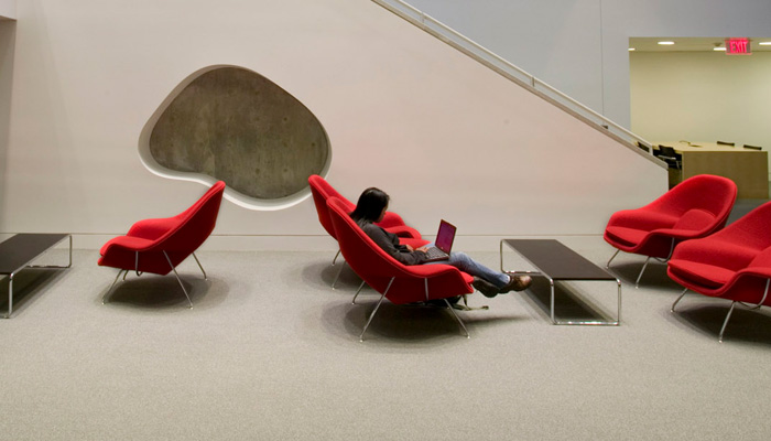 KnollStudio pieces create comfortable <strong>informal lounge areas</strong> to inspire creativity and collaboration