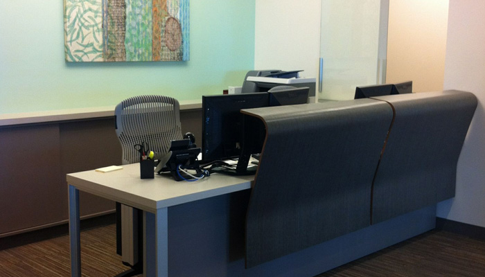 Design attractive <strong>patient registration areas</strong> with Knoll systems and seating