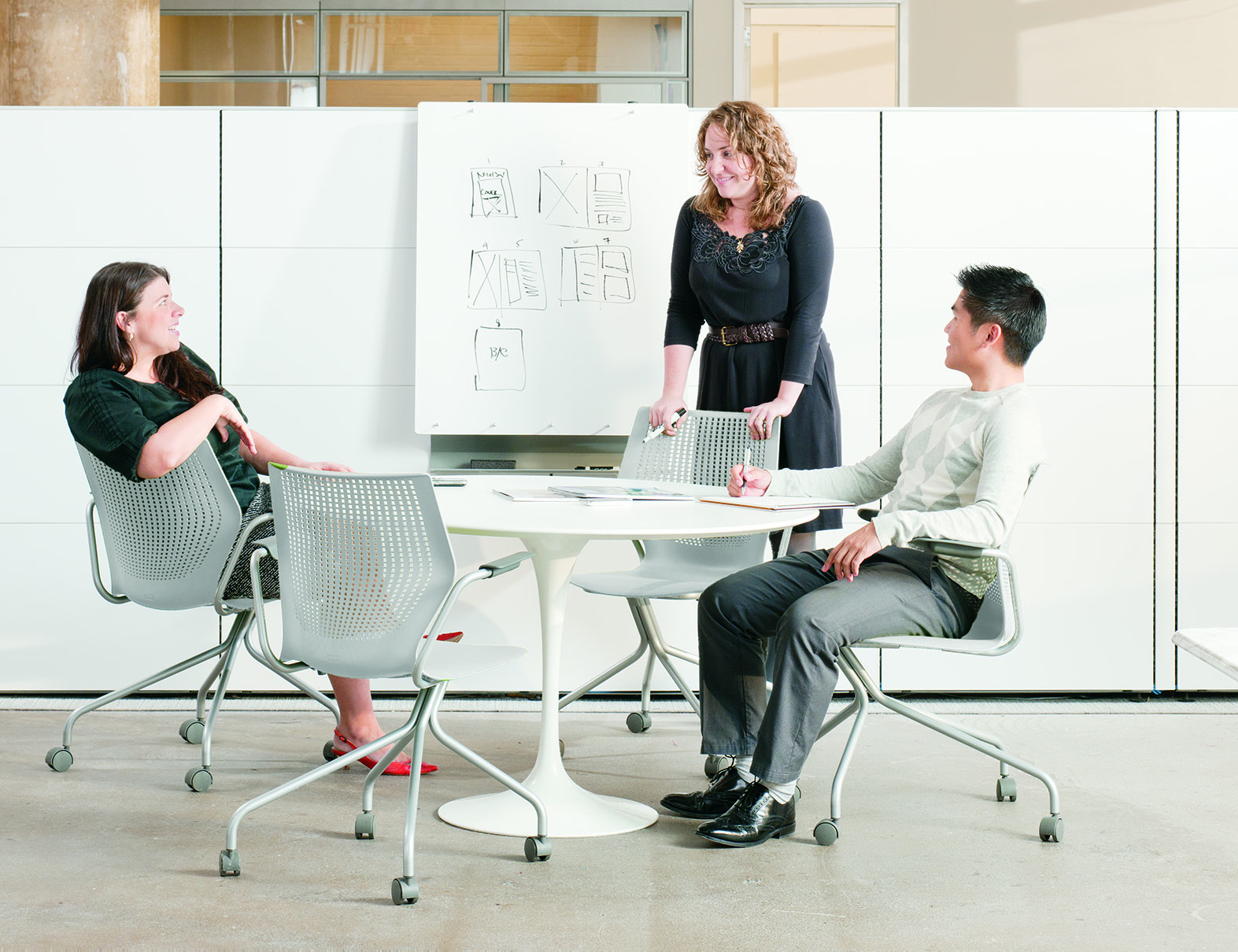 Round table meeting icon -  Activity Space Saarinen Table Multigeneration Chairs With Hybrid Base