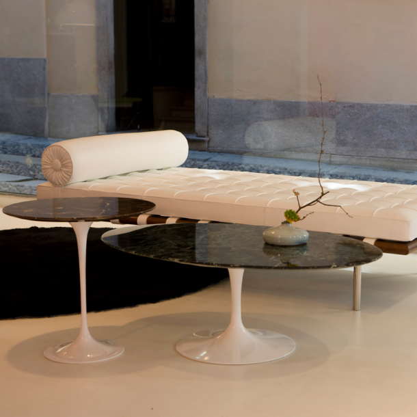 Saarinen Coffee Table42 OvalKnoll