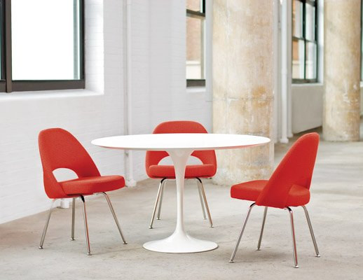 Knoll Saarinen Dining Table and Saarinen Executive Chair