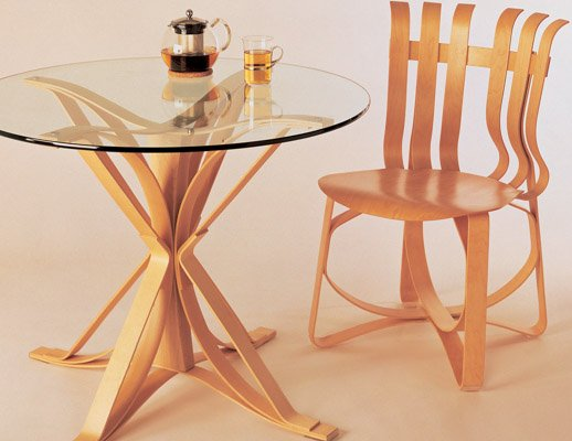 Knoll bentwood Frank Gehry Face Off Table