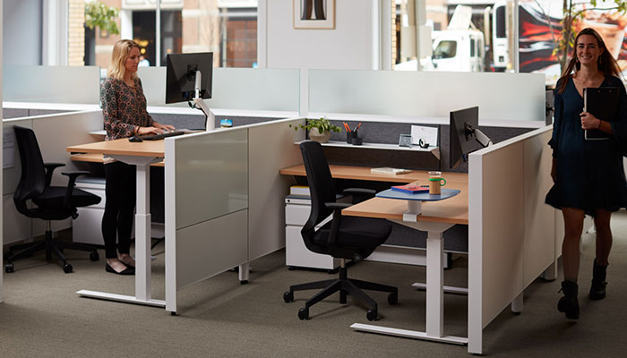Dividends Horizon® with Tone™ Height-adjustable Desks