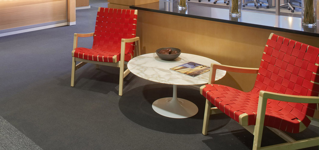 Knoll Saarinen Coffee Table by Eero Saarinen