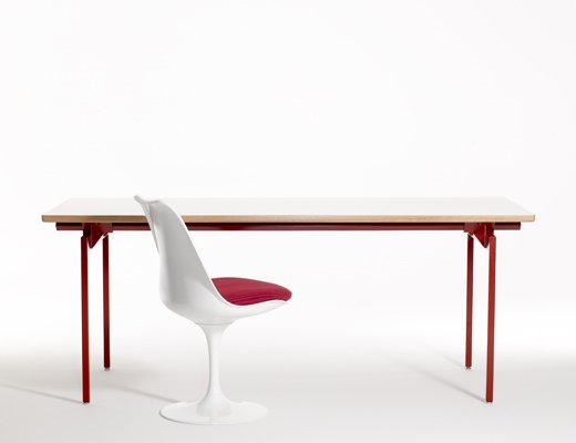 Antenna Workspaces open plan office system with Saarinen Tulip chair