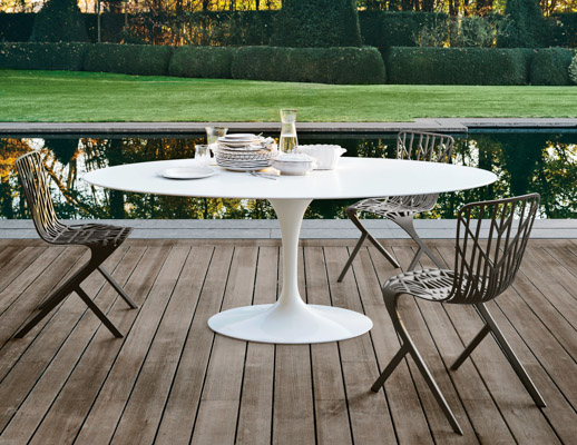 Saarinen Outdoor Dining Table Knoll