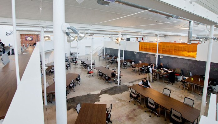 Antenna Workspaces combined with ReGeneration by Knoll supports new and flexible office landscapes.