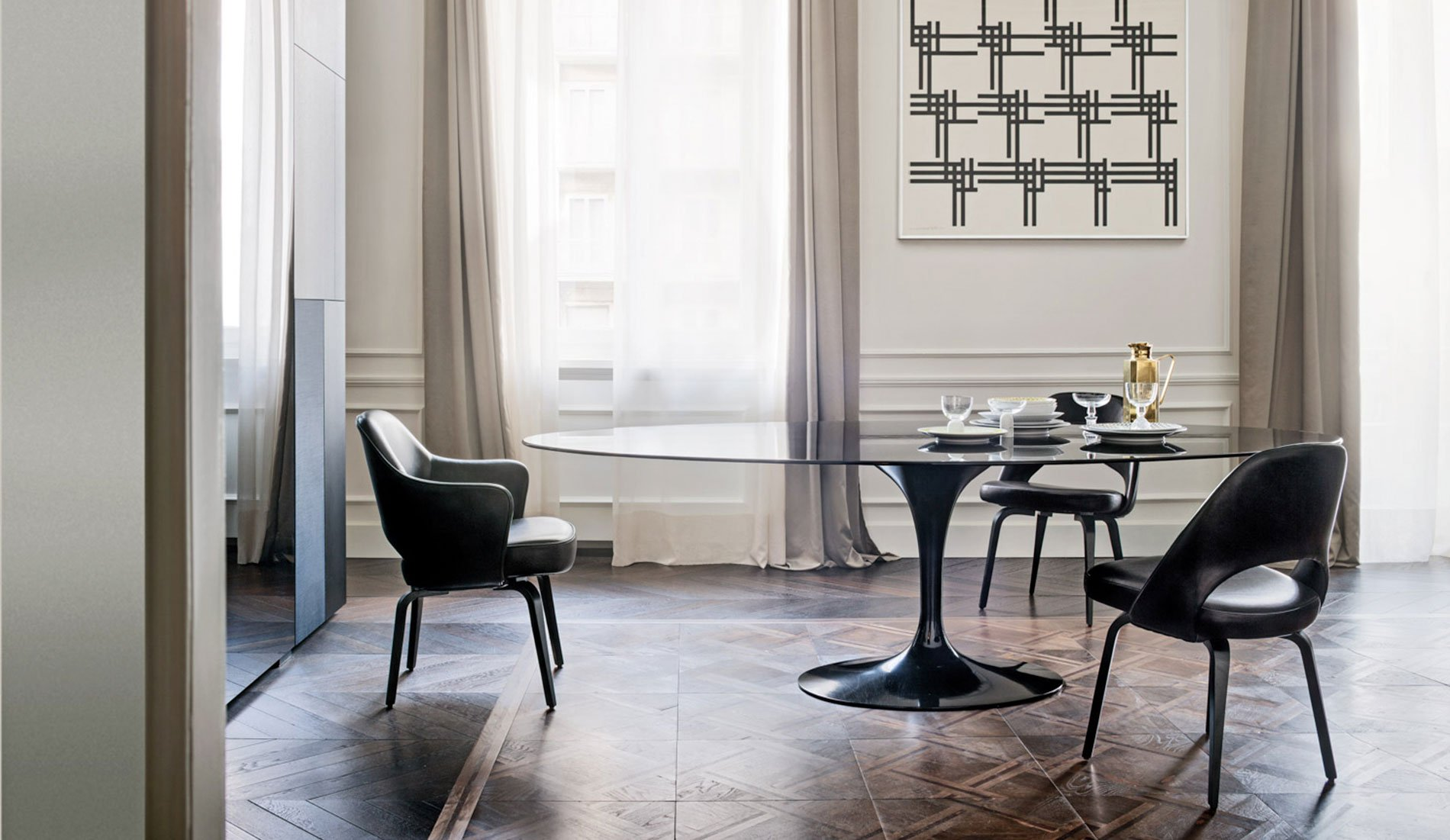 Knoll Dining Room with Saarinen Table and Saarinen Executive Chairs