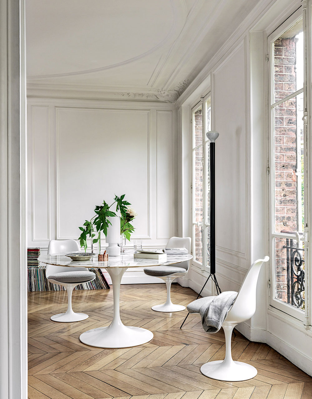 Knoll Dining Room Furniture with Saarinen Collection