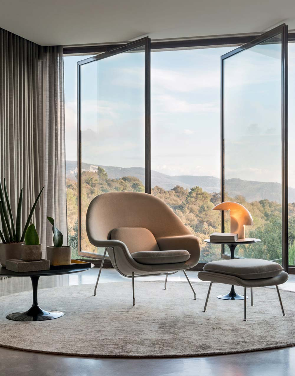 Knoll Living Room Furniture with Womb Chair