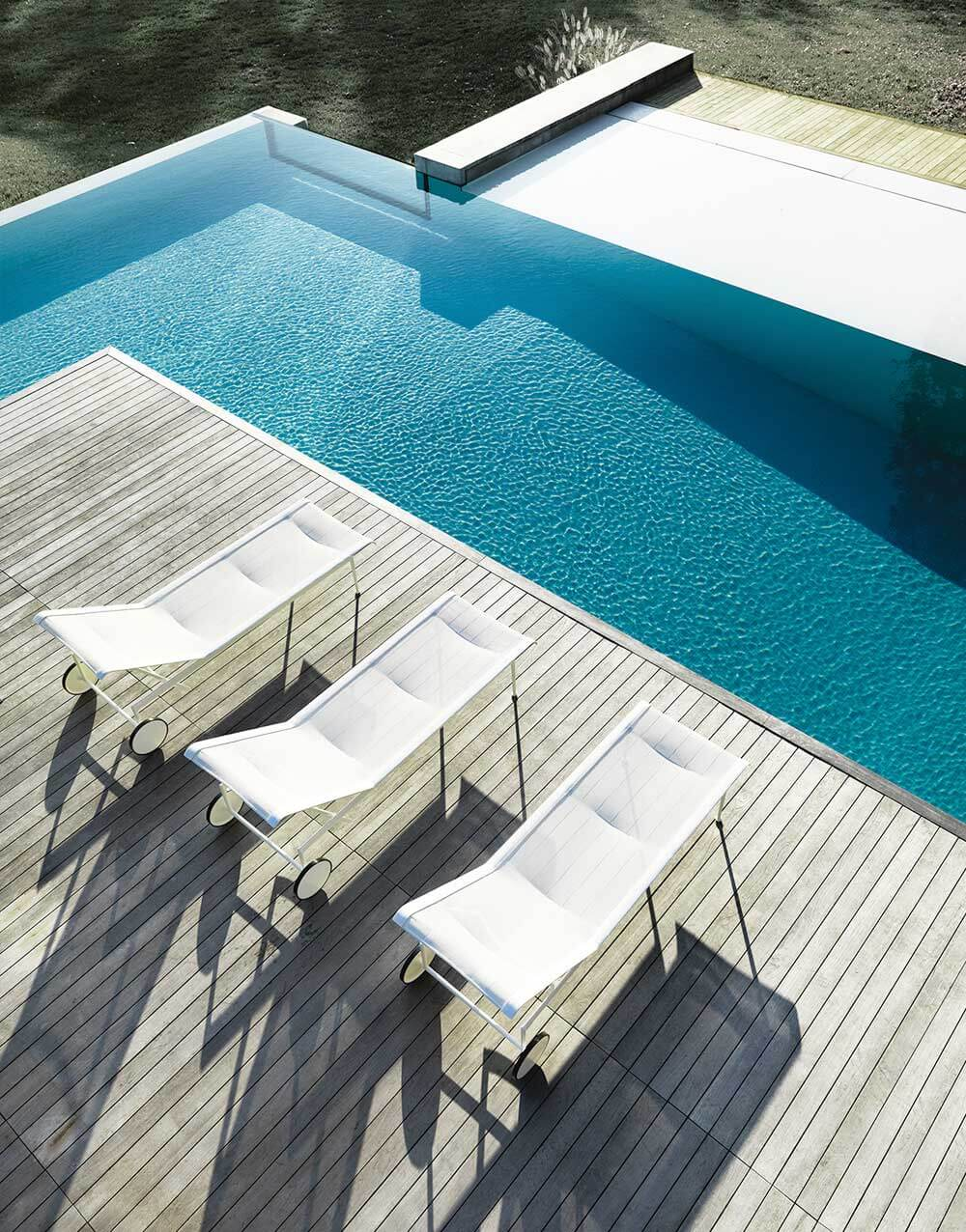 Knoll Outdoor Lounge Furniture