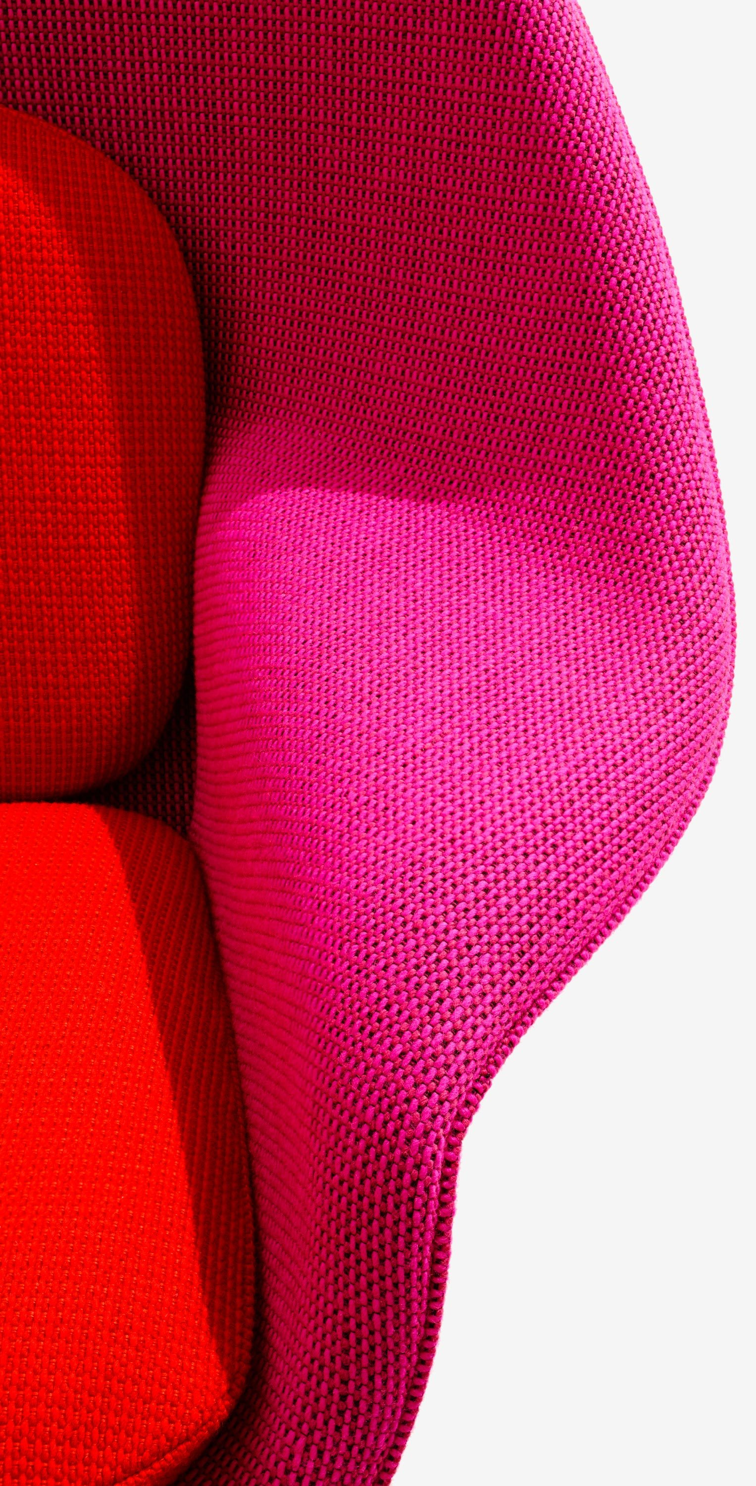Womb Chair Side Detail Image