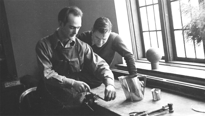 Harry Bertoia teaching metallurgy at Cranbrook Academy, 1940