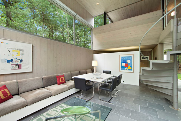 Charles Gwathmey's Sedacca House in New York | Brno Chair, Barcelona Chair and Barcelona Coffee Table | PC: Sotheby's International Realty | Knoll Inspiration
