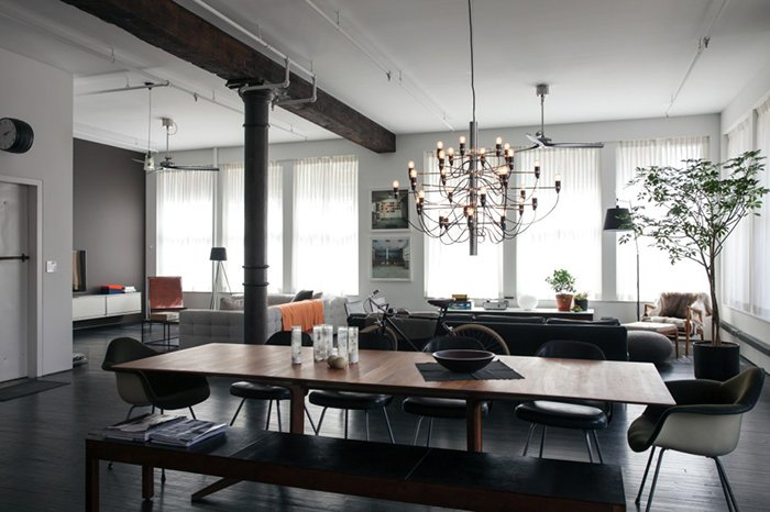 Dean DiSimone's renovated loft in SoHo, New York | Saarinen Executive Armless Chairs | PC: Brian W. Ferry | Knoll Inspiration