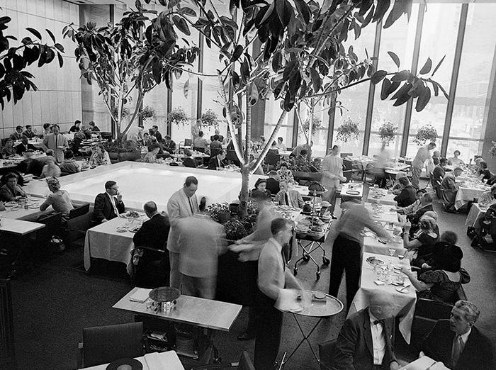 The Pool Room at The Four Seasons, c. August, 1959 | PC: Bettmann/Corbis | Knoll Inspiration