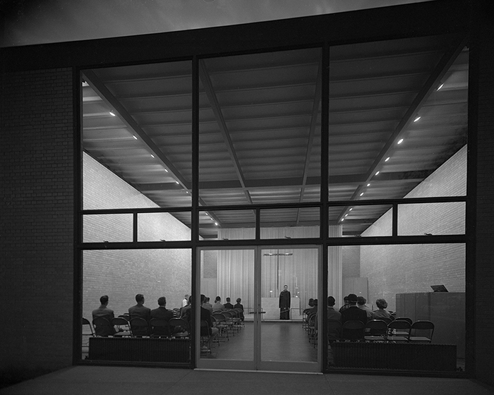 Ludwig Mies van der Rohe's Memorial Chapel at IIT