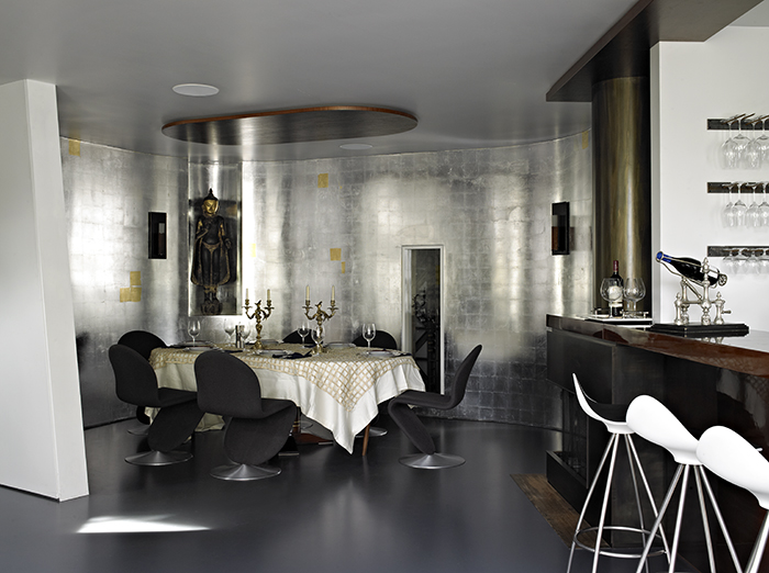 Maziar Behrooz Dining Room with P&eaigu;pe Cortes' Jamaica Barstools for Marie Ève & Michel Berty's East Hampton Residence