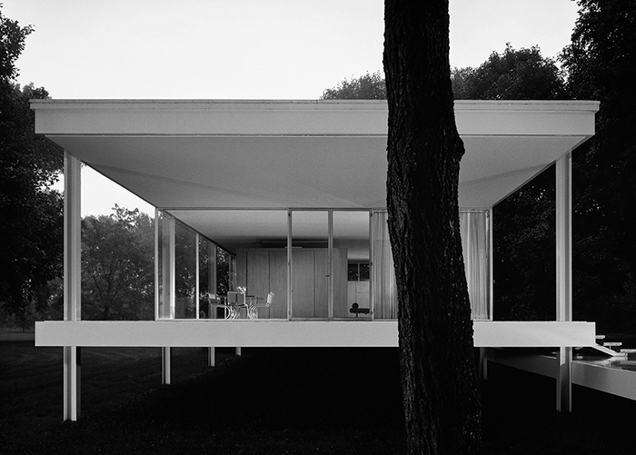 Farnsworth House by Ludwig Mies van der Rohe, 1930 | PC: Scott Frances | In Conversation with Sarah Rogers Morris | Knoll Inspiration