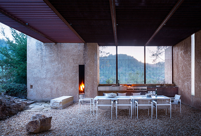 Steven Harris Architecture in Napa Valley features Richard Schultz 1966 Collection | Knoll Inspiration