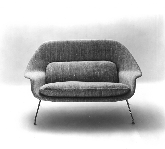 Promotional photograph of the Model 70 Womb Settee, 1948 | Knoll Inspiration