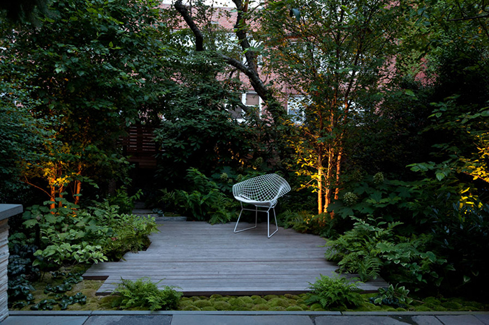 Harry Bertoia's Diamond Chair on the patio of a Brooklyn Townhouse by RKLA