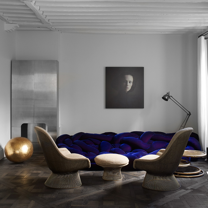Warren Platner's Easy Chair and Ottoman | Richard Powers in Saint-Germain-des-Prés, France | Knoll Inspiration