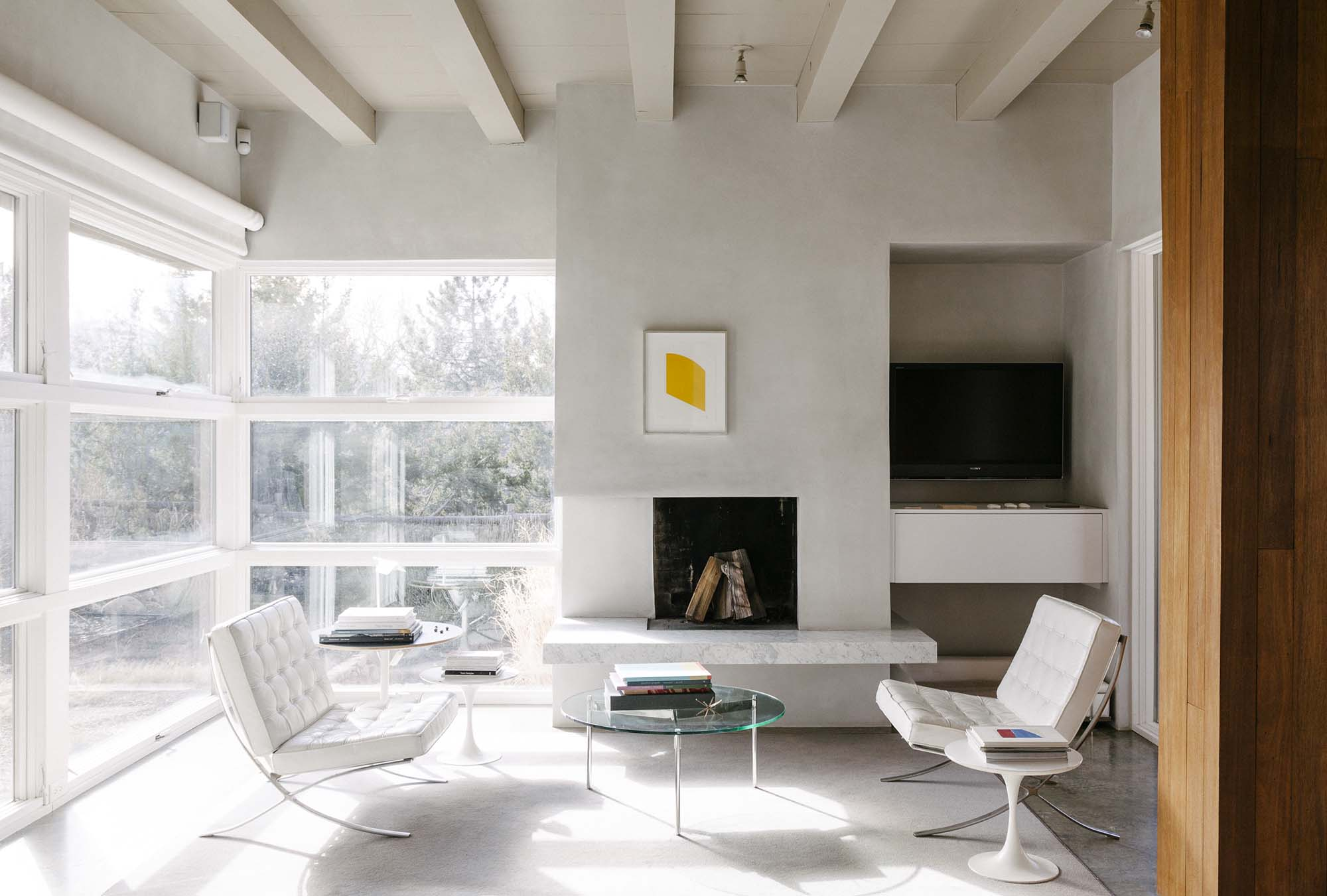 Home To An Architect And A Publisher Of Art Books, This Santa Fe Residence  Is A Structure Built Of Stucco And Glass, Its Interiors Shot Through With  The Dry ...