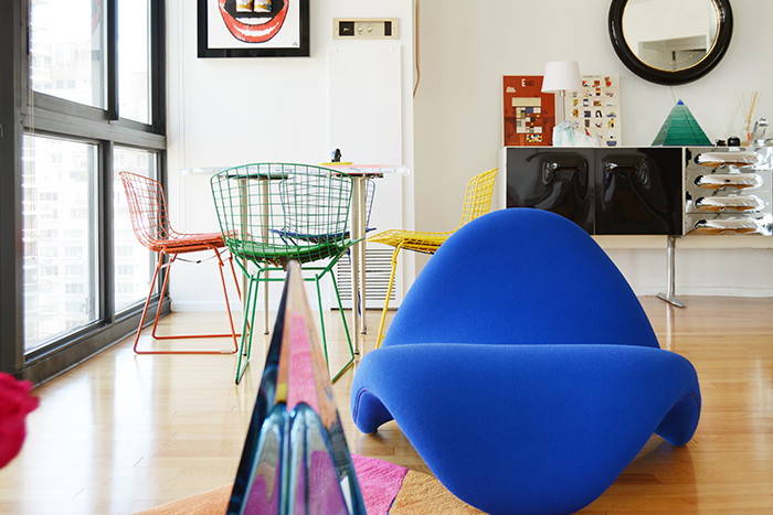 Sasha Bikoff's Upper East Side I| PC: Patrick Cline | Featured: Bertoia Side Chair | Knoll Inspiration
