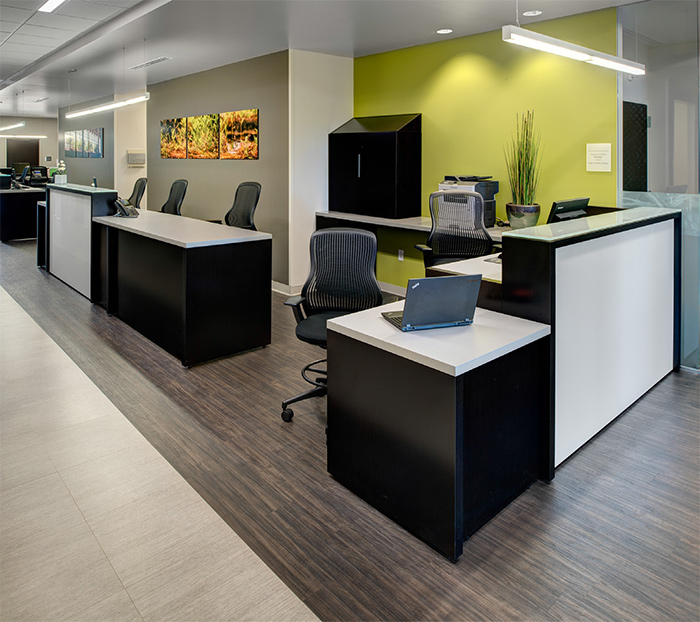 An open, uncluttered design allows for nurses, patients and family members to interact easily at nursing stations,while modular desks provide staff with ample work space. Featured: Reff Profiles™, ReGeneration by Knoll<sup>®</sup>Work Chairs