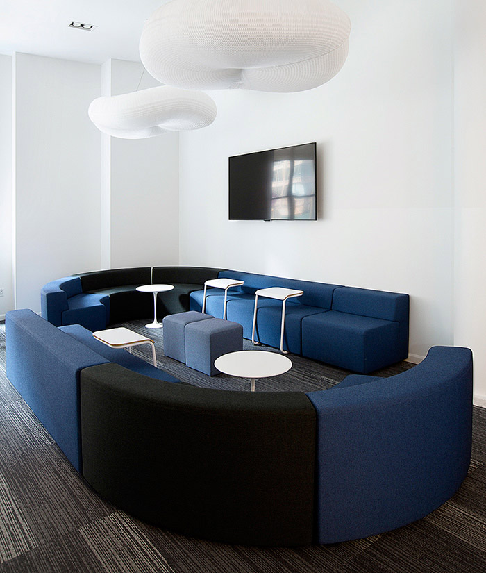 Modular soft-seating defines activity spaces throughout Civic Hall and is easily reconfigured as needs change. Pull-up tables provide an added worksurface in lounge areas and can double as casual seating as well.| Featured: k. Lounge Collection, Toboggan Pull Up Tables, Saarinen Side Tables